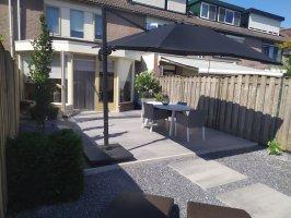 Aanleg achtertuin 1x1 tegels Fransebaan Eindhoven