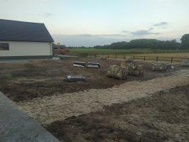Aanplant / gazon / leibomen met leirekken Luyksgestel
